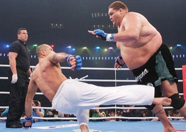 Royce Gracie contra o gigante do sumô Akebono. Foto: Arquivos GRACIEMAG