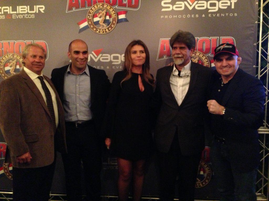 Organizadores da Arnold Classic Brasil ao lado de Wallid Ismail. Foto: Divulgação