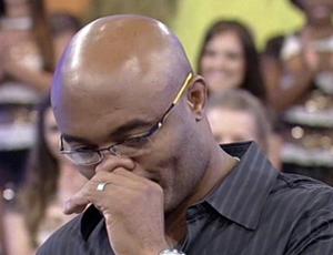 Vídeo: Anderson Silva chora na TV ao negar venda da luta no UFC 162