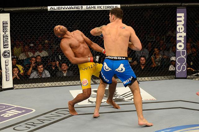 Onde Anderson Silva errou ao cair nocauteado no UFC 162?