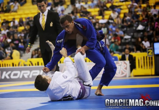 Learn how to do firm grips in BJJ with Márcio André