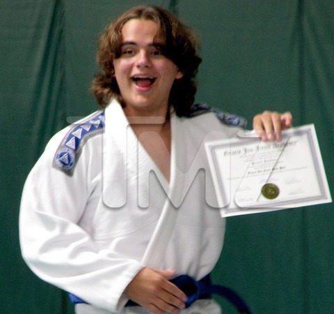 Filho de Michael Jackson treina Jiu-Jitsu e ganha faixa-azul