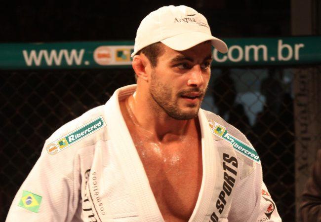 Ricardo Demente disputa cinturão e busca seguir invicto no MMA