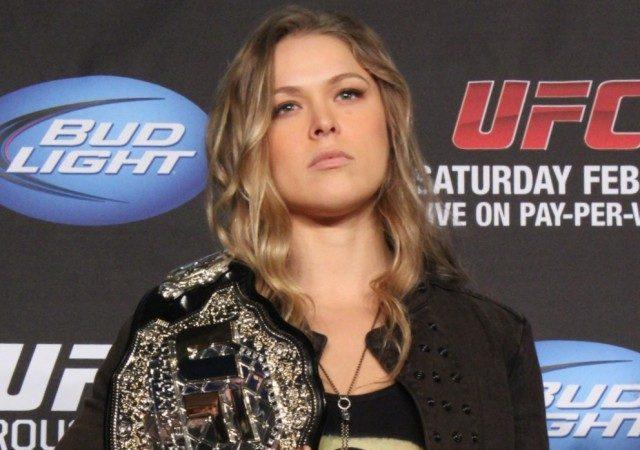 """Campeã do UFC, Ronda Rousey ataca no cinema em """"Os Mercenários 3"""""""