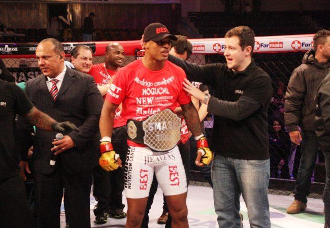 Com dois nocautes na noite, Rodrigo Cavalheiro vence o GP do Smash Fight