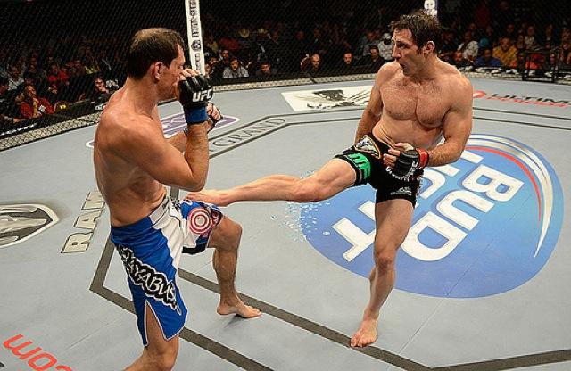 Tim Kennedy chuta na vitoria contra Roger Gracie no UFC 162