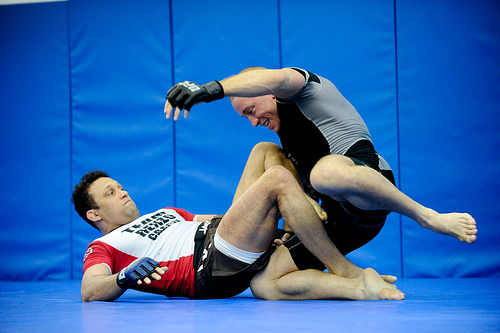 Vídeo: Renzo Gracie e o estrangulamento de lapela que deu certo no MMA