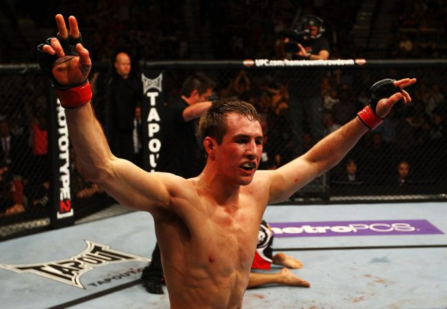Vídeo: veja Rory MacDonald finalizando em sua estreia no UFC
