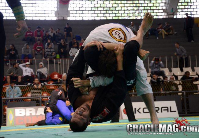 No cem-quilos no Jiu-Jitsu? Pegue no triângulo, como ensina Tio Chico