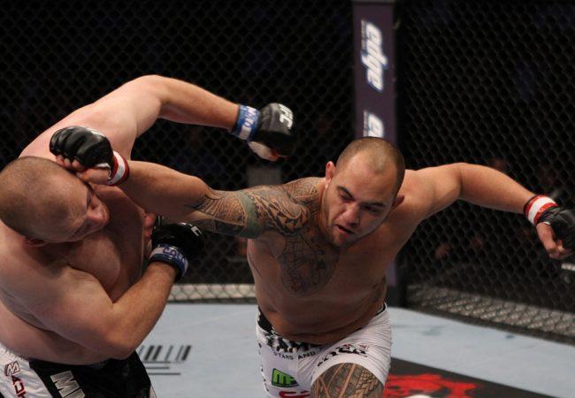 Se liga, Overeem: a joelhada dupla com katagatame de Travis Browne no UFC