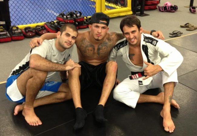 Vídeo: Treinador de Anthony Pettis no UFC ensina defesa de guilhotina