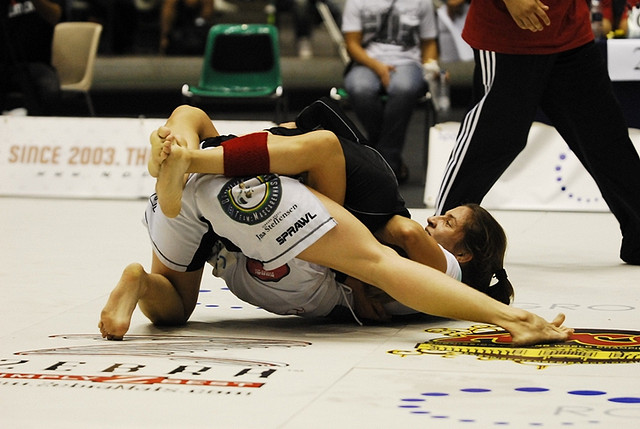 Celebrate the birthday of Luanna Alzuguir with a 2009 ADCC match