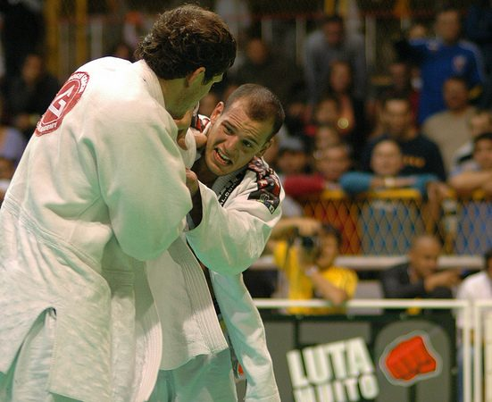 Video: Learn a one-handed grip break with 6x world champ Xande Ribeiro