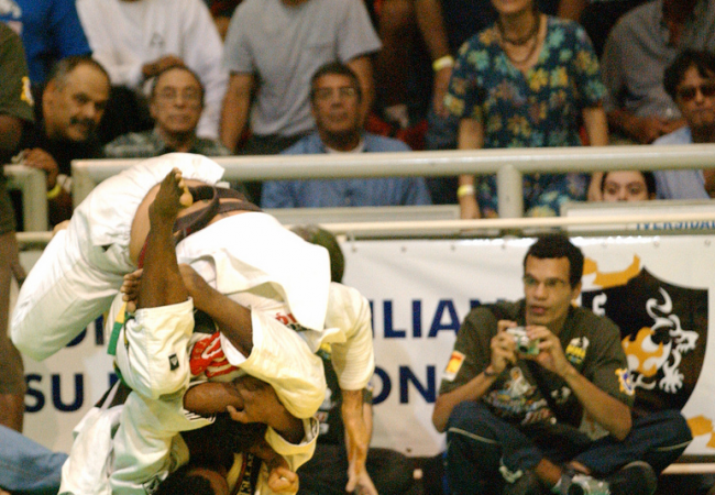 No cem-quilos no Jiu-Jitsu? Use o triângulo, como faz Tererê