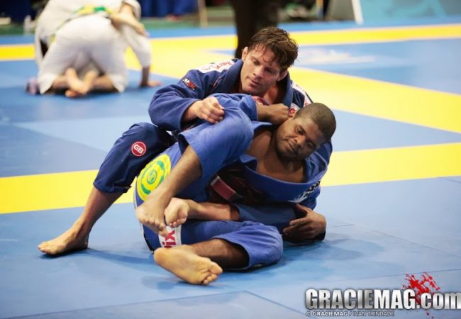 Defenda a passagem de guarda emborcando no Jiu-Jitsu e contra-ataque