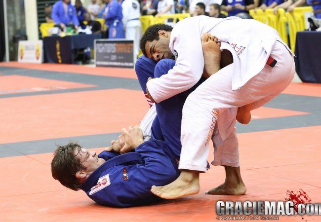 Flávio Cachorrinho comenta o ouro absoluto com o joelho machucado
