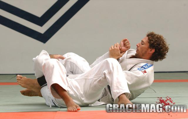 Professor da Ryan Gracie mostra atalho para escalar o armlock no Jiu-Jitsu