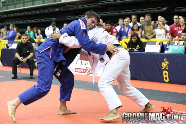 Opponent blocked your sweep? Flavio Almeida teaches you how get to the back