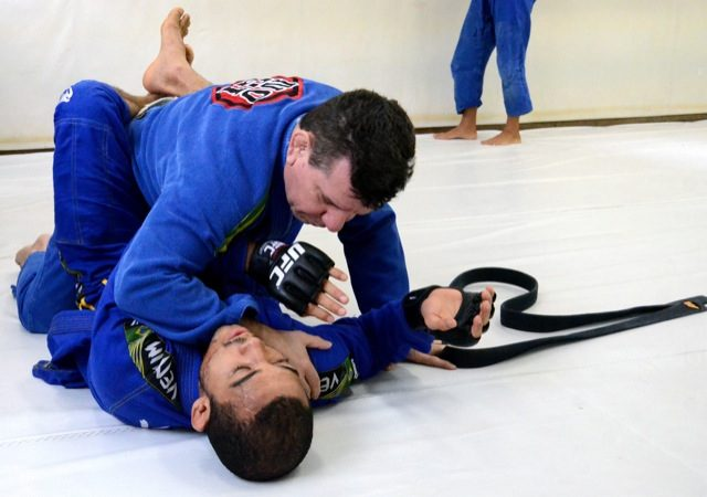 Jiu-Jitsu: Aprenda a estrangular com a lapela na aula de Dedé Pederneiras e José Aldo
