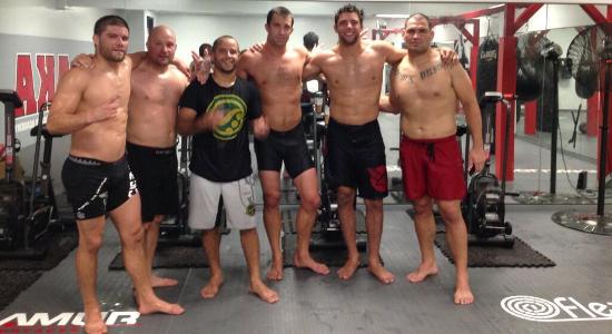 Campeão com campeão: Cain Velasquez treina com Buchecha para o UFC