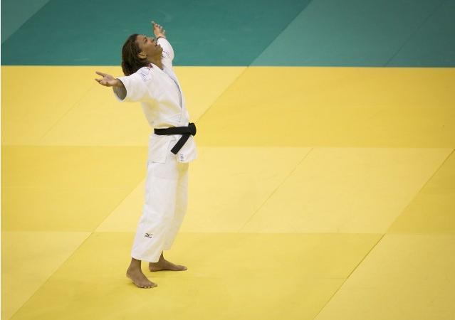 Judô também se ganha no chão: o armlock da campeã Rafaela Silva