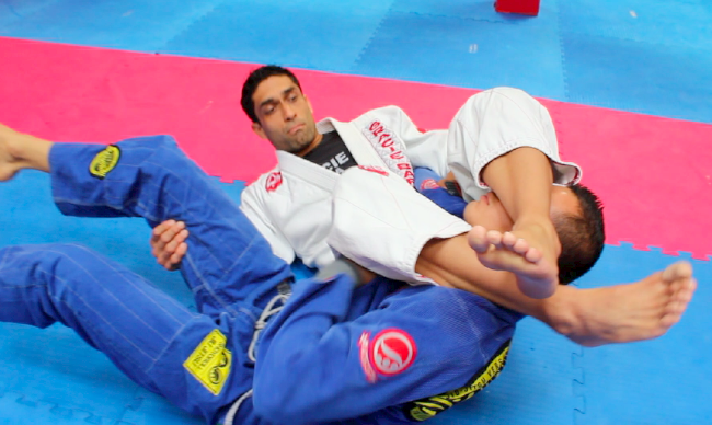GRACIEMAG Video: Learn a pass-to-submission technique with Gracie Barra's Martin Morachimo