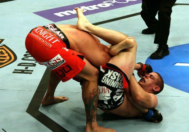 O Jiu-Jitsu no UFC: a raspagem de gancho com triângulo de Joe Lauzon