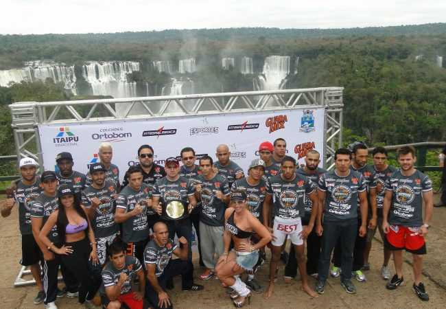 Com as Cataratas do Iguaçu de fundo, Jungle Fight realiza pesagem