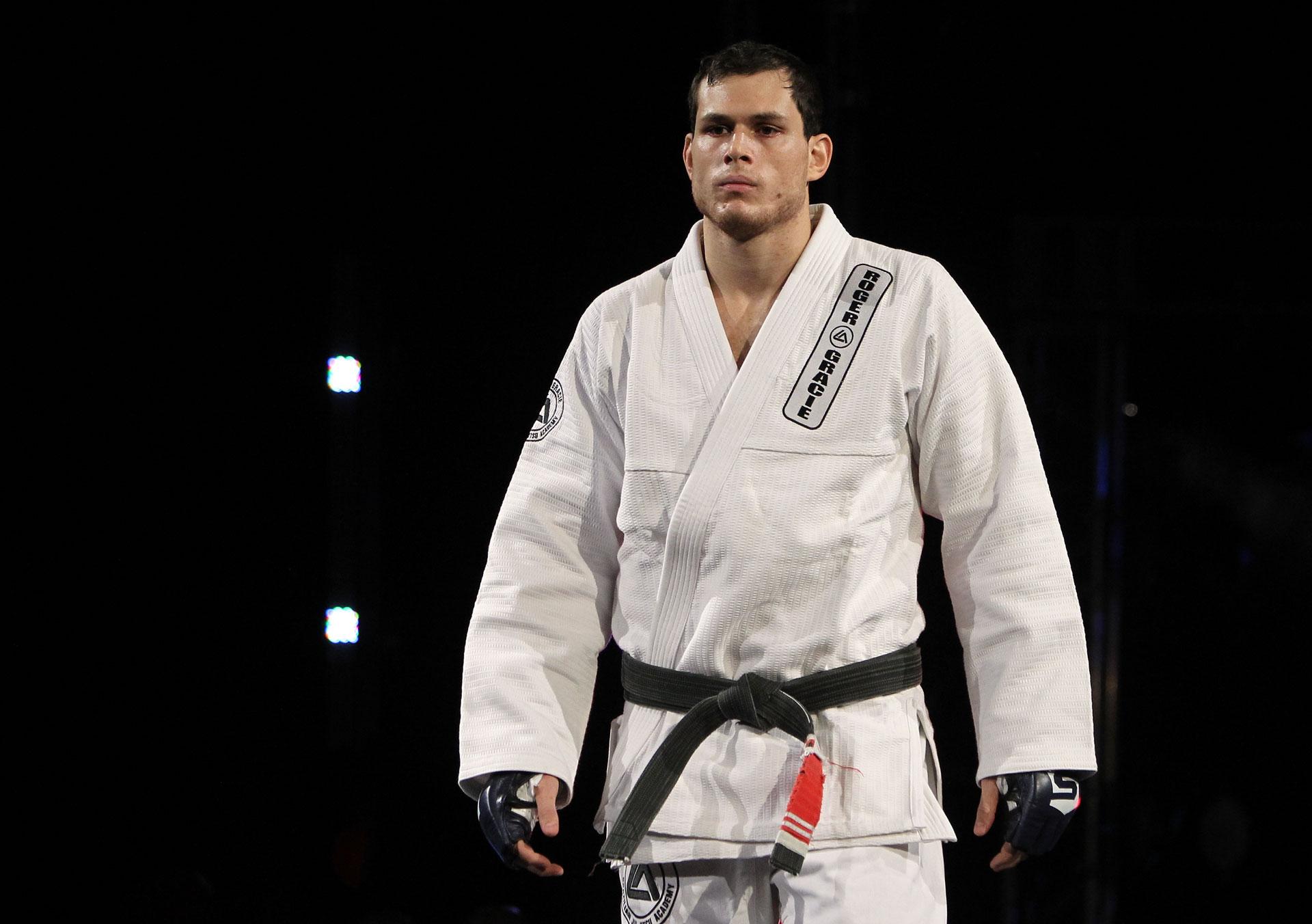 Roger Gracie vai voltar a lutar na Ásia, e com duas boas vitórias pode retornar ao UFC. Foto: Strikeforce