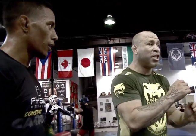 Vídeo: Wanderlei Silva aconselha e treina Iuri Marajó para o UFC de sábado