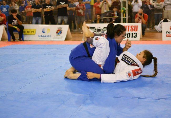 Monique Elias vence Invicto Cup de Jiu-Jitsu e fatura mil reais
