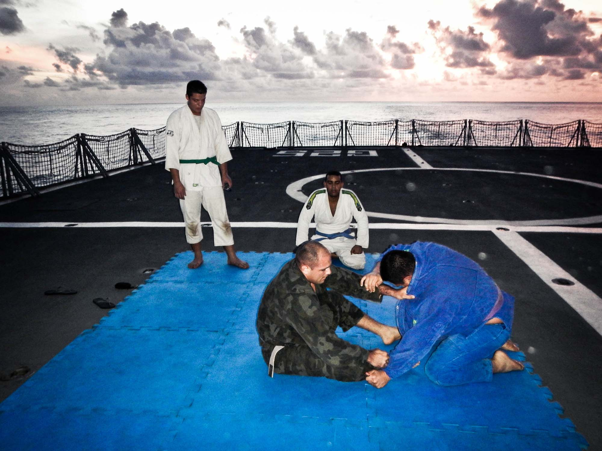 Jiu Jitsu no navio da Marinha Carta do Mes