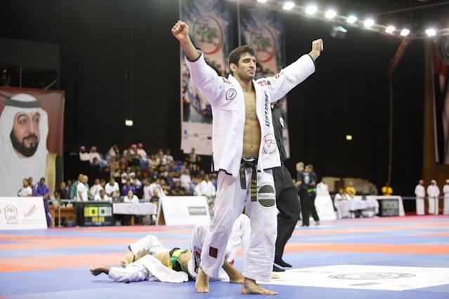 Lucas Lepri comemora mais uma vitória no Jiu-Jitsu. Foto: GRACIEMAG