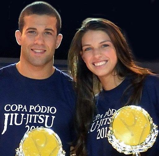 Tanquinho e Mackenzie com o trofeu da Copa Podio apos Duelo de Casais