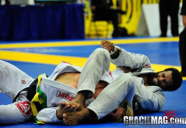 Finalize no braço de uma maneira diferente no Jiu-Jitsu
