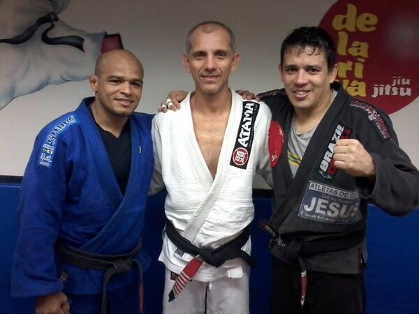 Iliarde Santos afia Jiu-Jitsu com Ricardo De La Riva para o UFC em Barueri