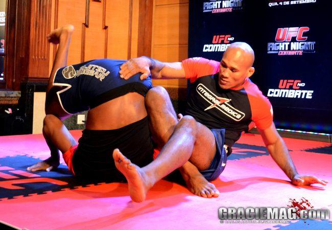 Vídeo: o Jiu-Jitsu de Ronaldo Jacaré no treino aberto do UFC BH