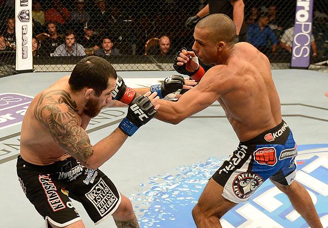 Barboza (dir.) treina forte para próxima luta no UFC. Foto: Divulgação/UFC