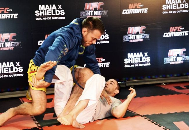 Vídeo: Jake Shields mostra armas para tentar finalizar Demian no UFC