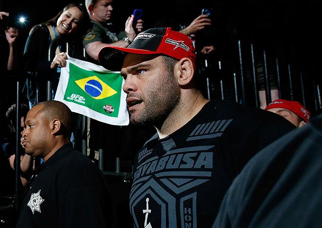 Gabriel Napão segue agressivo em sua quarta luta de 2013, no UFC 166