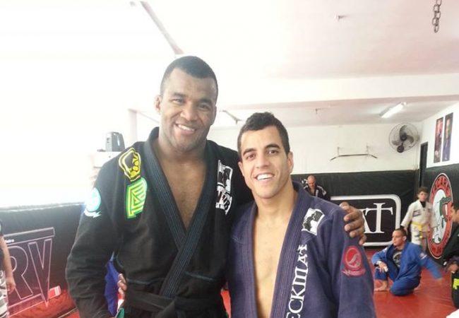 Jackson Sousa é condecorado faixa-preta de Jiu-Jitsu