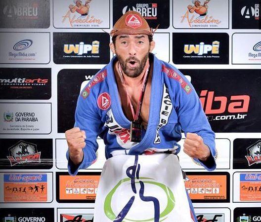 O estrangulamento que valeu ouro absoluto master no Sul-Brasileiro de Jiu-Jitsu