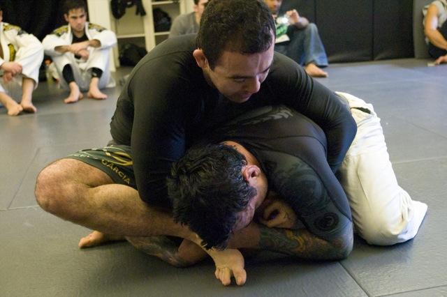 Aprenda com o treino de Jiu-Jitsu sem kimono de Marcelo Garcia e Eddie Bravo