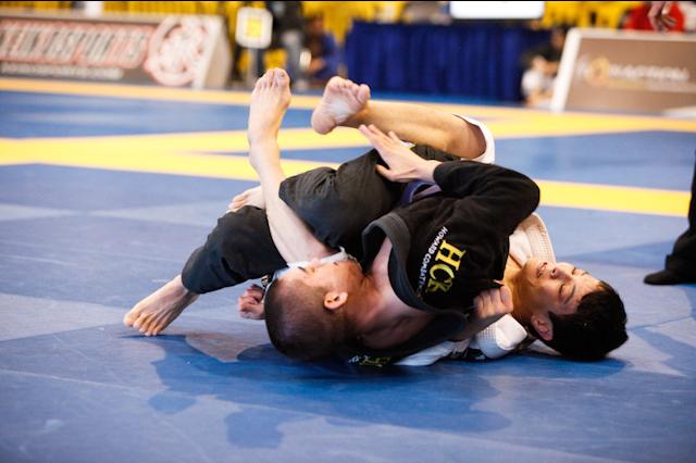 Estude a guarda aberta num treininho de Jiu-Jitsu de Paulo Miyao