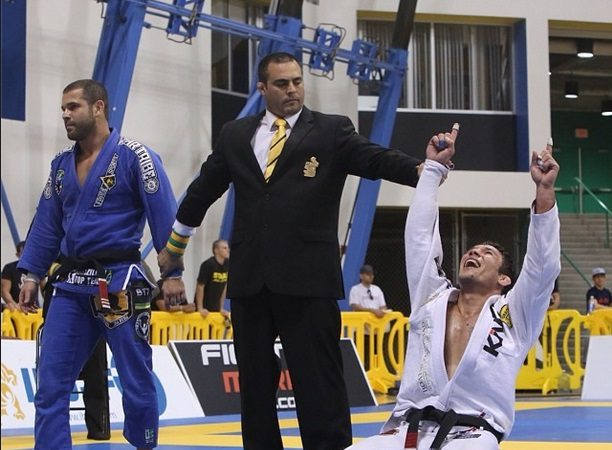 Campeão master de Jiu-Jitsu e atleta de MMA ensina 5 macetes para a passagem de guarda