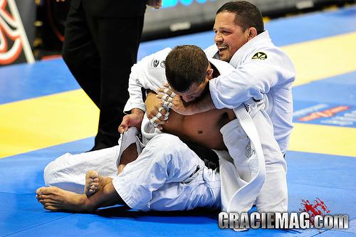 O estrangulamento de Saulo Ribeiro no Mundial Master & Sênior de Jiu-Jitsu