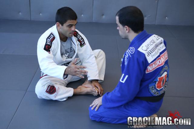 Estude a raspagem com alavanca que consagrou Vitor Shaolin no Jiu-Jitsu