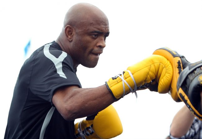 Mito do boxe aceita enfrentar Anderson Silva, se ele recuperar cinturão do UFC