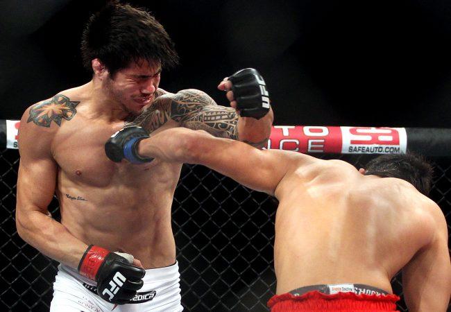 A cotovelada giratória que botou a fera do UFC para dormir no octagon