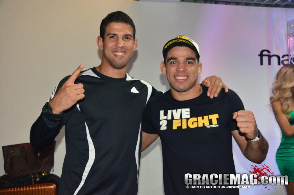 Léo Santos ao lado do companheiro de treinos Renan Barão. Foto: Carlos Arthur/GRACIEMAG